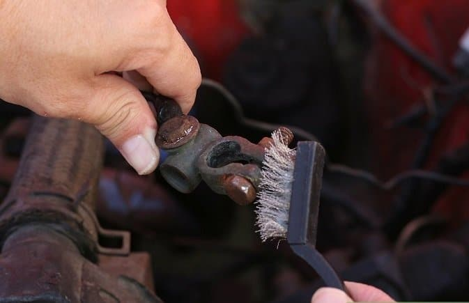 10-Easy-Steps-For-Changing-Your-Car-Battery-9